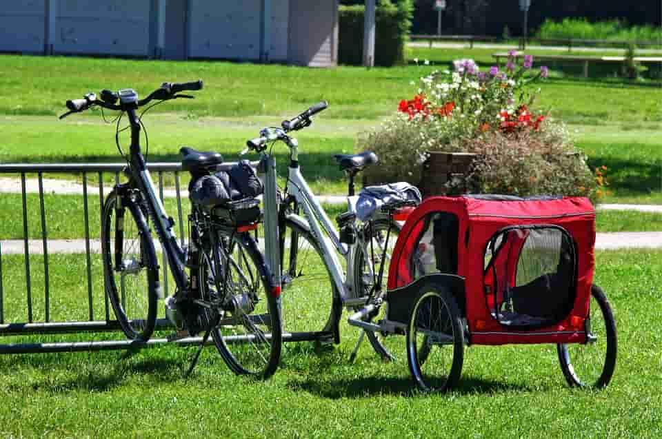 A háztartás hasznos eleme a bicikli utánfutó