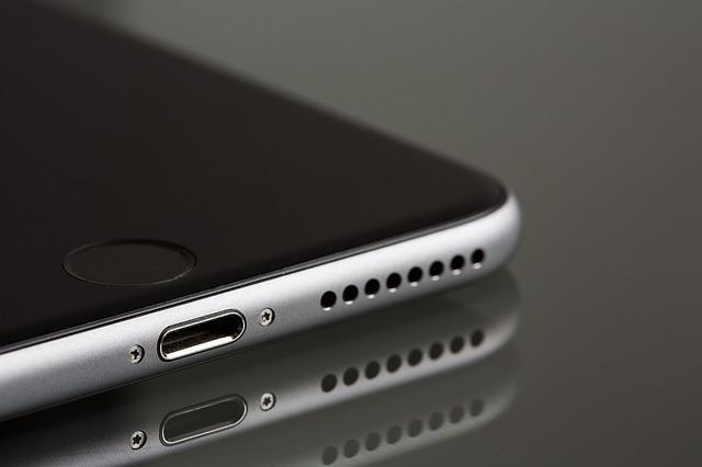 iPhone XR tok internetes rendeléssel