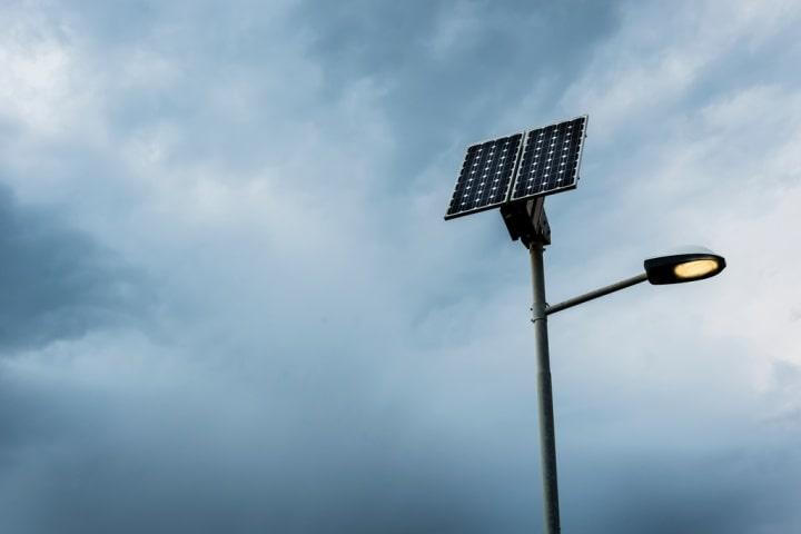 Hálózattól független a napelemes kandeláber